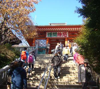 仁王門への階段